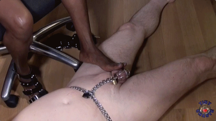 Sapphire's foot tease of my chastity cage